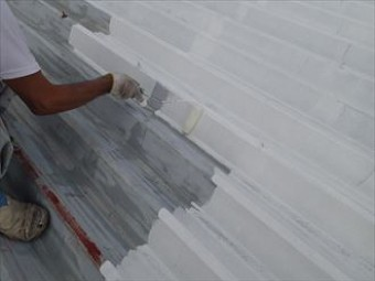 金属を塗装する際はプライマーを使用します