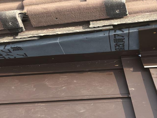 加西市のガルバリウム屋根の取り合い部分