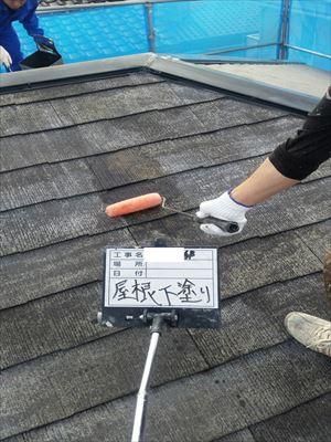 屋根塗装 下塗り中