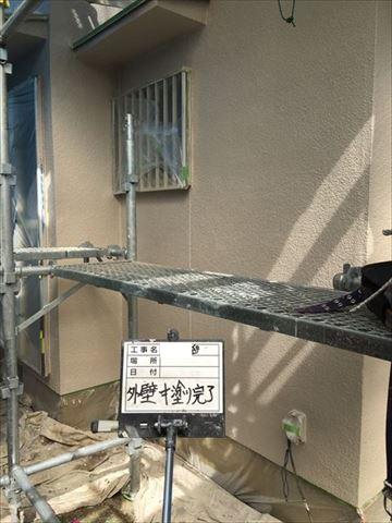 加古川市の外壁塗装工事のパーフェクトベスト中塗り完了