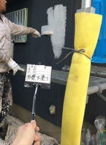 加古川市の外壁塗装工事のパーフェクトベスト下塗り作業