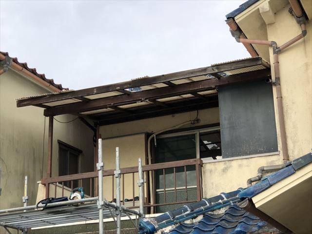 加古川市野口町のベランダの解体作業の写真