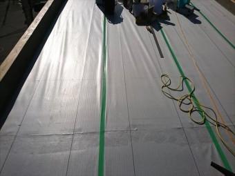 明石市の防水工事の絶縁シート敷き込み