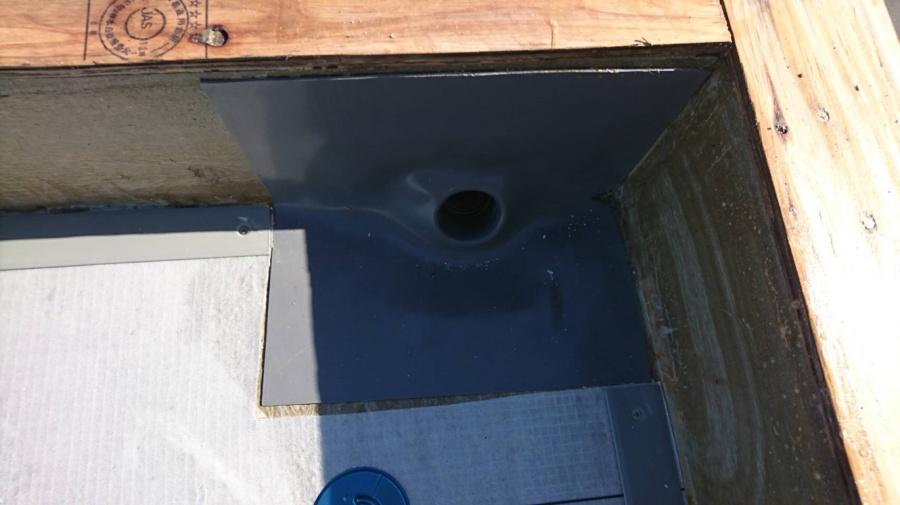明石市の塩ビシート防水の改修用ドレンの設置