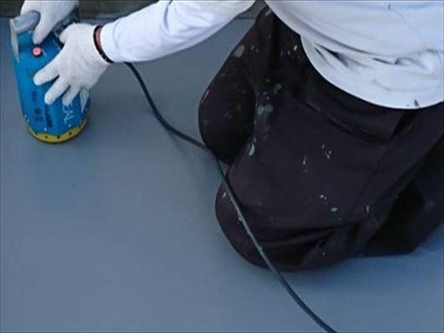 姫路市の塩ビシート防水のディスクに固定する作業