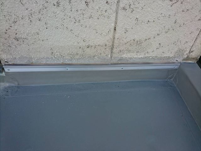 明石市のシート防水工事壁際立ち上がり部分