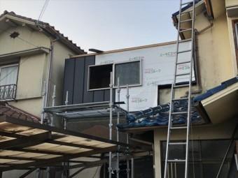 加古川市のベランダ改修のガルバリウム外壁施工