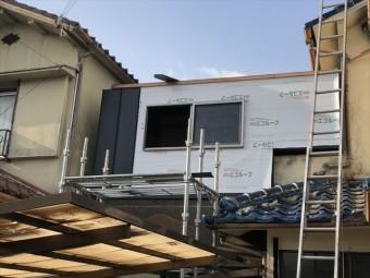 加古川市のベランダ改修の壁の防水紙施工
