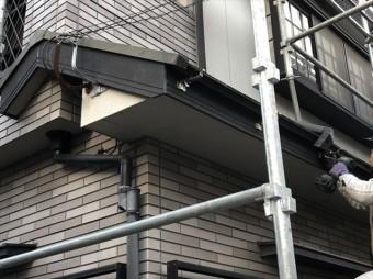 加古川市の破風交換の雨樋の金具取付