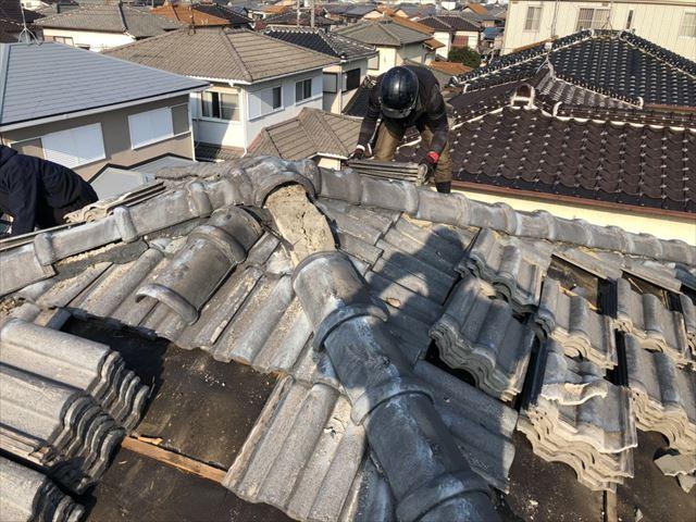 高砂市の葺き替え工事のモニエル瓦の撤去