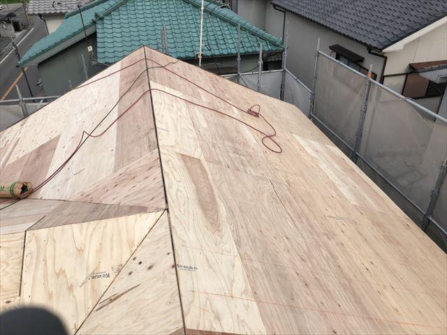 たつの市の葺き替え工事の野地板、ルーフィング、ガルテクト施工