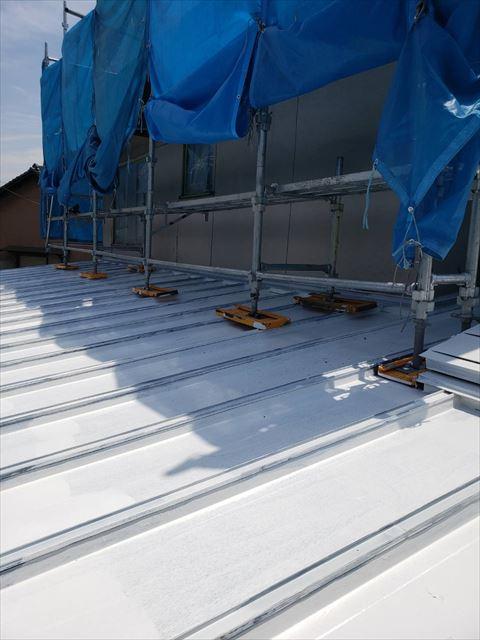 姫路市の瓦棒の下塗り作業