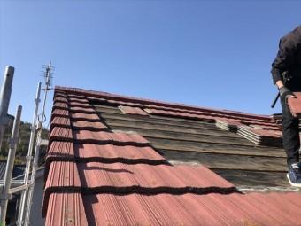 たつの市の葺き替え工事のモニエル瓦の撤去