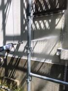 三木市の外壁塗装の高圧洗浄作業の職人さん