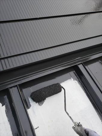 姫路市の外壁塗装工事の鉄部ローラー塗装