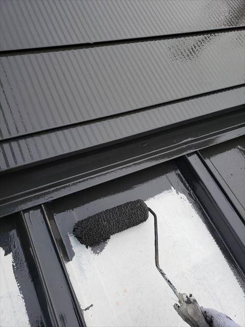 姫路市のガルバリウムと瓦棒と波板の既存の金属屋根部分の塗装