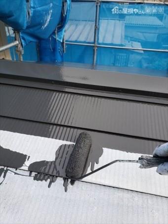 姫路市の外壁塗装工事のガルバリウムカバー工法部分の塗装