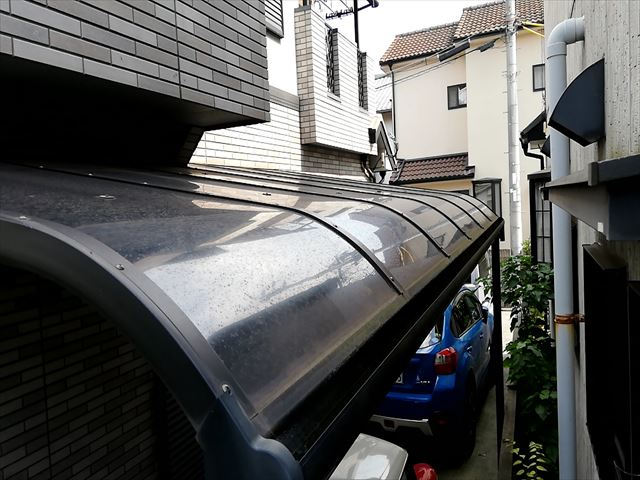 加古川市で足場施工の為にカーポート屋根一時撤去
