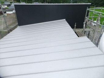 金属屋根の縦葺き
