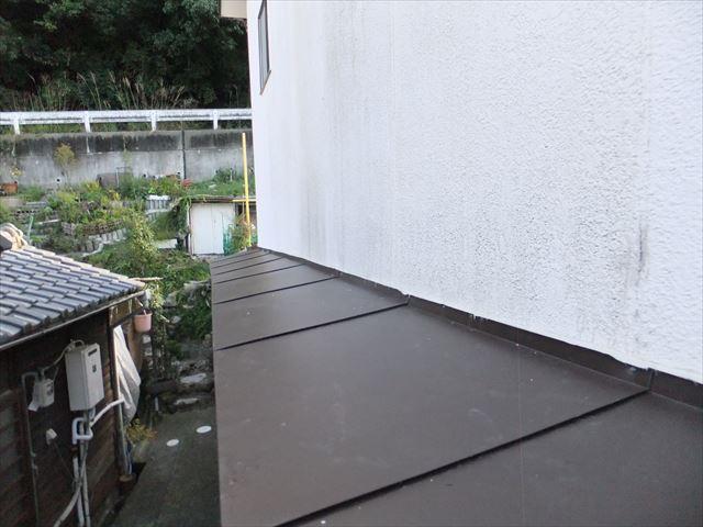 ガルバリウム鋼板 色褪せ