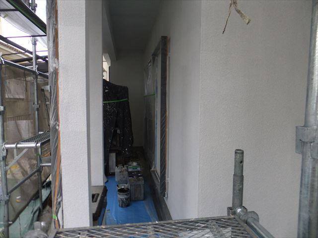 相生市の外壁下塗りの様子