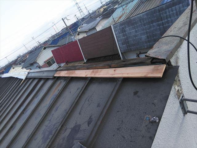 高砂市の台風被害の屋根の笠木下地の補修