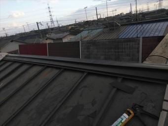 高砂市の台風被害の屋根の笠木の施工中の写真