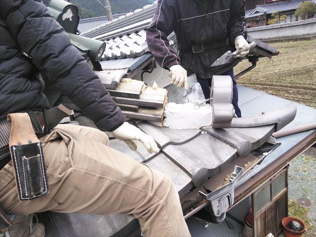 神崎郡神河町の鬼瓦の復旧作業の写真