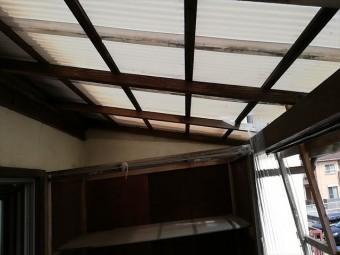 加古川市の雨漏りしているベランダの波板破損