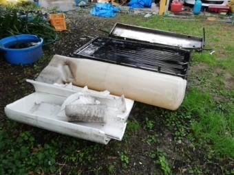 加古郡の屋根からおろされた太陽熱温水器