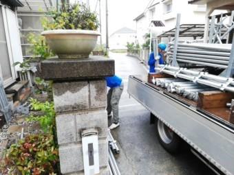 加古川市で足場の施工中の作業員