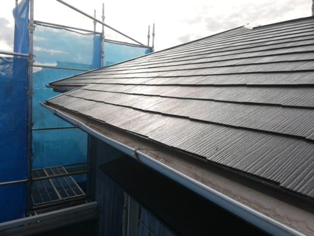 塗装が完了したスレート屋根