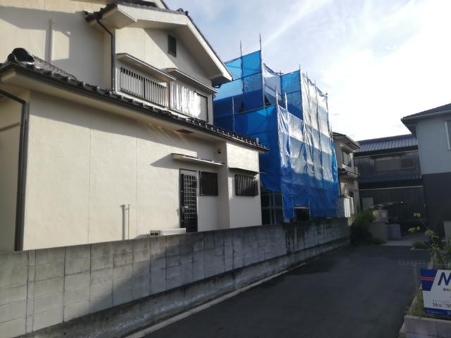 加古川市で足場の養生シート作業