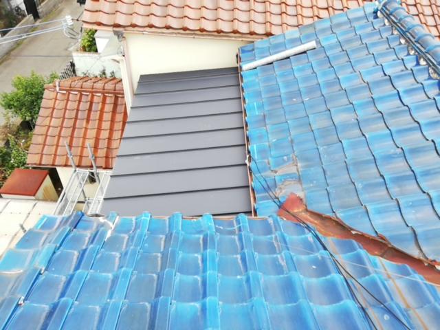 加古川市のベランダ改修工事のガルバリウム屋根