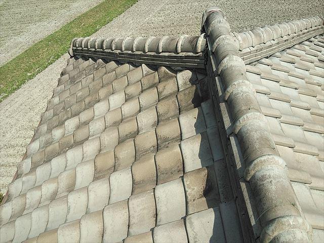 夢前町の大屋根の瓦と大棟の様子
