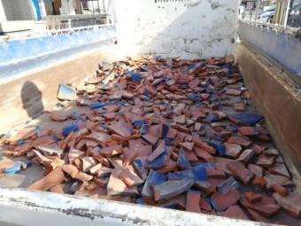 加古川市の葺き替えの荷台に運ばれた既存釉薬瓦
