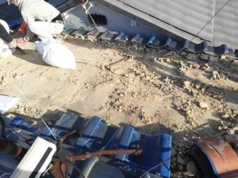 瓦屋根の葺き替え 撤去作業中
