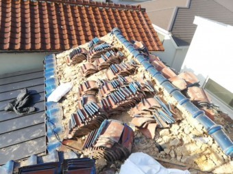 加古川市の土葺き瓦屋根の撤去作業