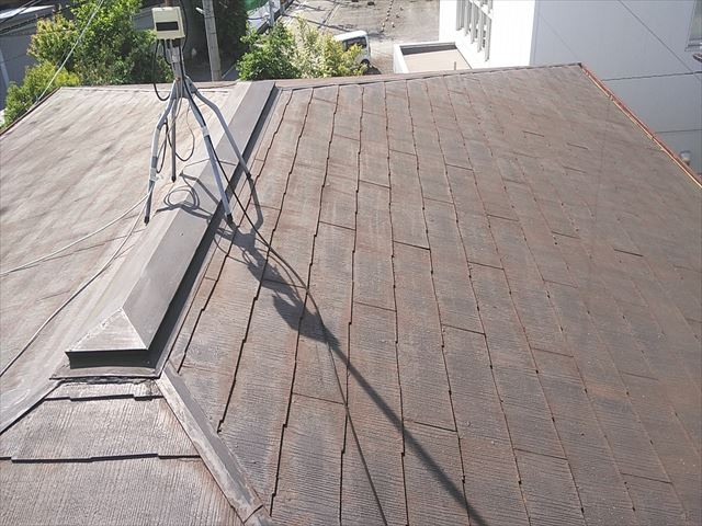 加古川市のスレート屋根の塗膜の痛み