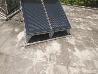 姫路市の陸屋根に設置された温水器