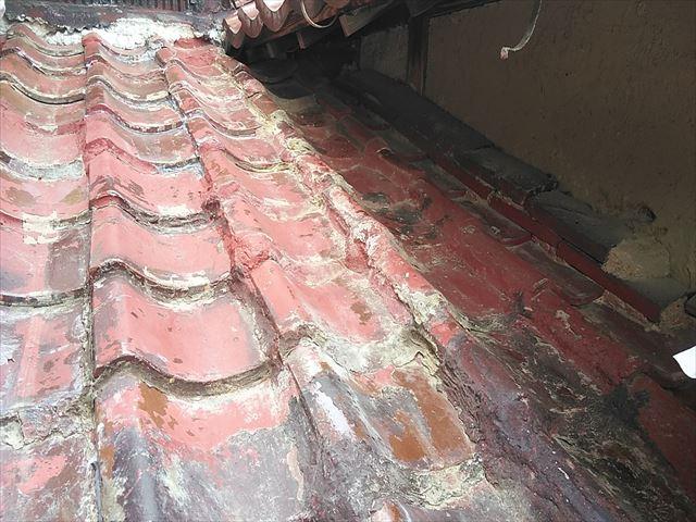 加古川市のDIY補修された瓦屋根面