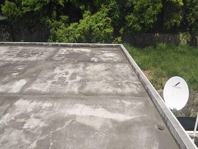 姫路市の防水塗膜にひびが入った陸屋根