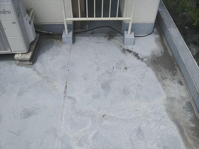 姫路市の水勾配が悪く跡が残った防水面
