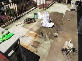 姫路市の塩ビシート防水の掃除と下地調整