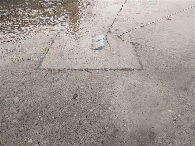 加古郡播磨町の水がたまった陸屋根のテレビアンテナ固定用金具