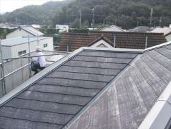 相生市屋根塗装下塗り作業中
