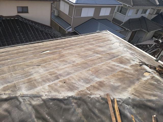 高砂市の葺き替え工事のモニエル瓦撤去後の屋根