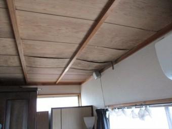 加東市の雨漏りの天井