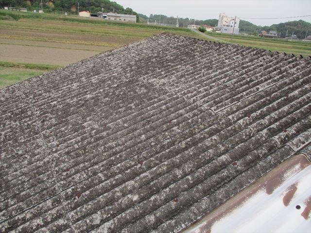 加西市の倉庫のスレート屋根の状況