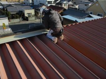 姫路市の折板屋根の棟板金の現場加工